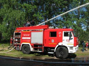 Пожарные четыре часа тушили здание в Оленевке